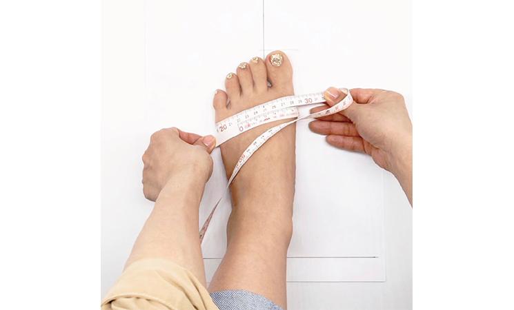 足のサイズの正しい測り方