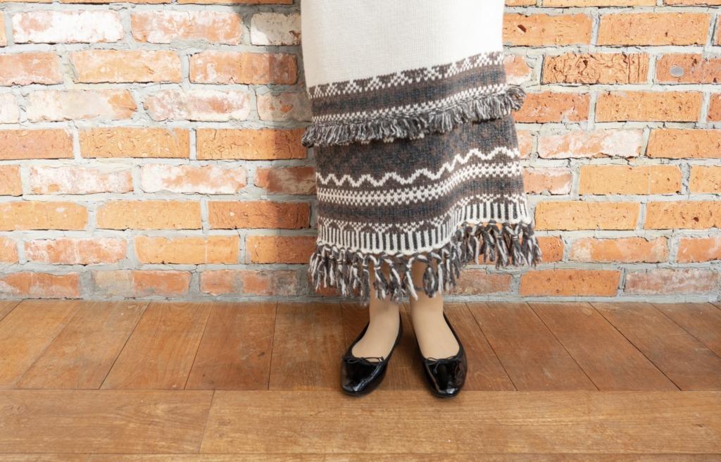 冬にバレエパンプスを履くときは温かみのある洋服とも相性抜群