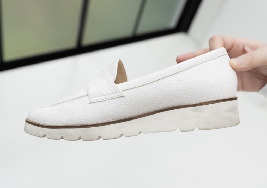 誰が見ても汚れていると分かってしまう靴や、 お手入れをしても汚れが落ちなくなってしまったお靴は捨てた方が良さそうです。