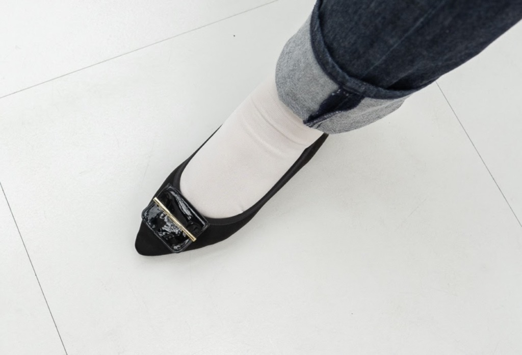 お靴にもその時のトレンドが反映されているもの。デザインが今っぽく無いなぁと思う靴は手放して、新しいデザインのお靴を迎えちゃいましょう!