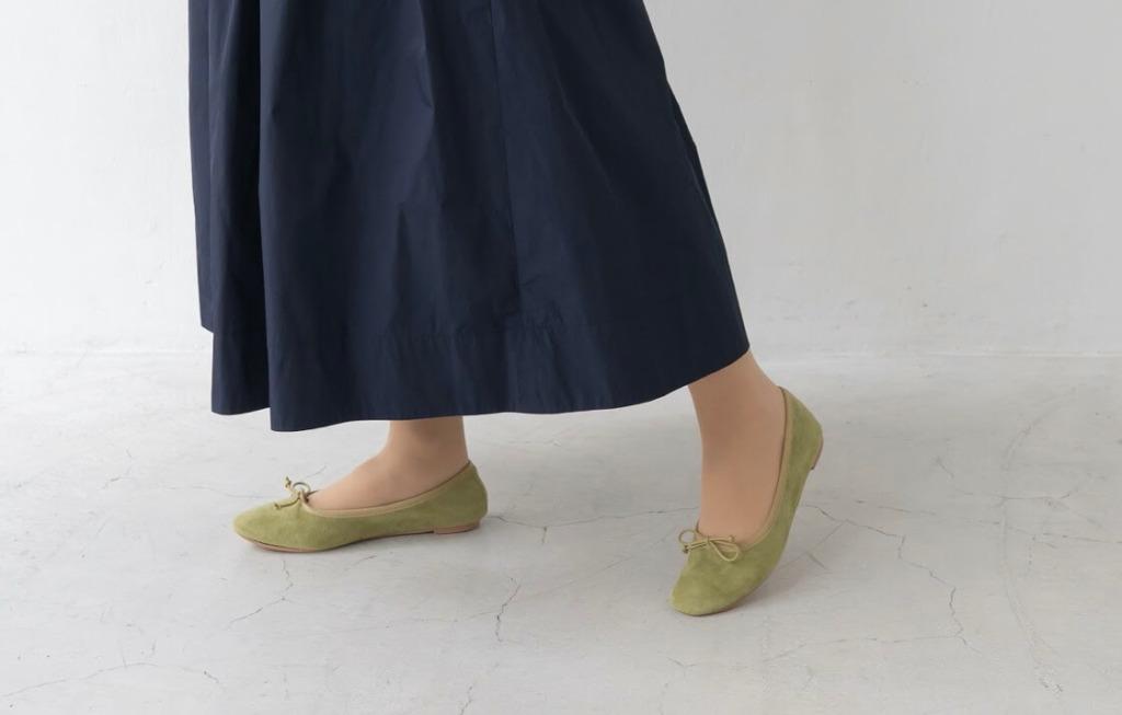 靴のカラーで春を先取り