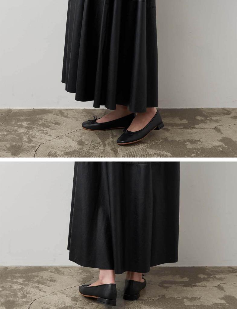 黒のバレエパンプス×ボリュームフレアスカート