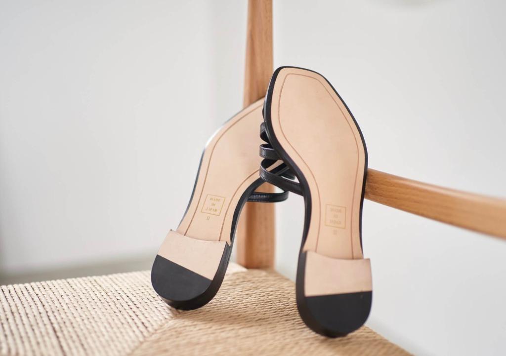 本底はフォーマルなお靴にもよく使われる高級感のあるレザーソール。