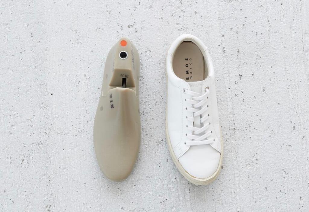 スニーカー木型は小足さんが小足に見えない、大人見え設計♪